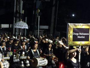 ogoh-ogoh parade med trommeslagere FOTO: Elsa Grimsmo