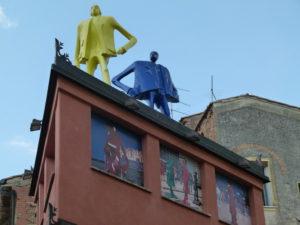 Kunst på takene i Lajatico FOTO: Elsa Grimsmo