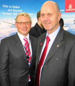 Terje Grue i Emirates (t.v) og ambassadør Sten Anders Berge stasjonert i Abu Dhabi, har tro på at nordmenn og utlendinger vil bruke ruten til og fra Norge flittig. Foto: HARALD BRÅTHEN
