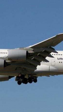 """""""Airbus A380-841, Lufthansa AN1891305"""" von Konstantin von Wedelstaedt -  Wikimedia Commons"""