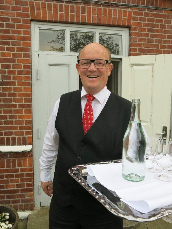 Restaurantsjef Kristen Langvold på Brøndums har vært rett mann på rett plass helt siden 1985.