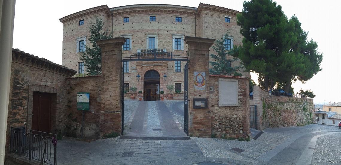 Det er mulig å bo på et slott i Italia - Foto : Elsa Grimsmo