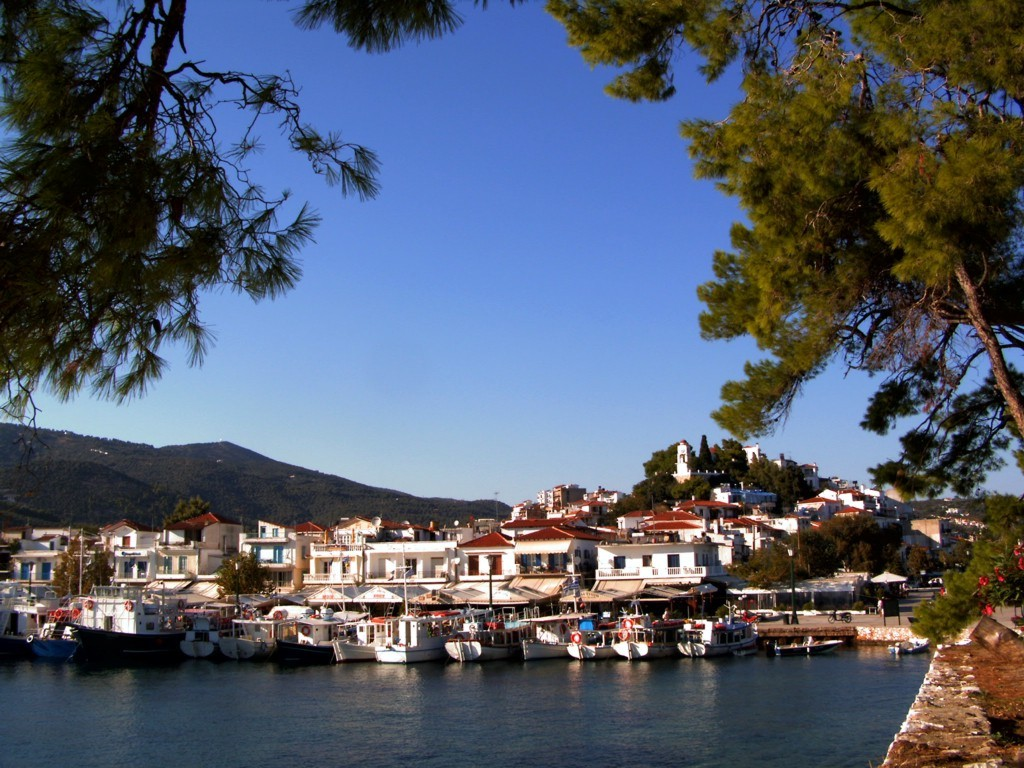 «Skiathos harbor». Lisensiert under CC BY-SA 3.0 via Wikimedia Commons - https://commons.wikimedia.org/wiki