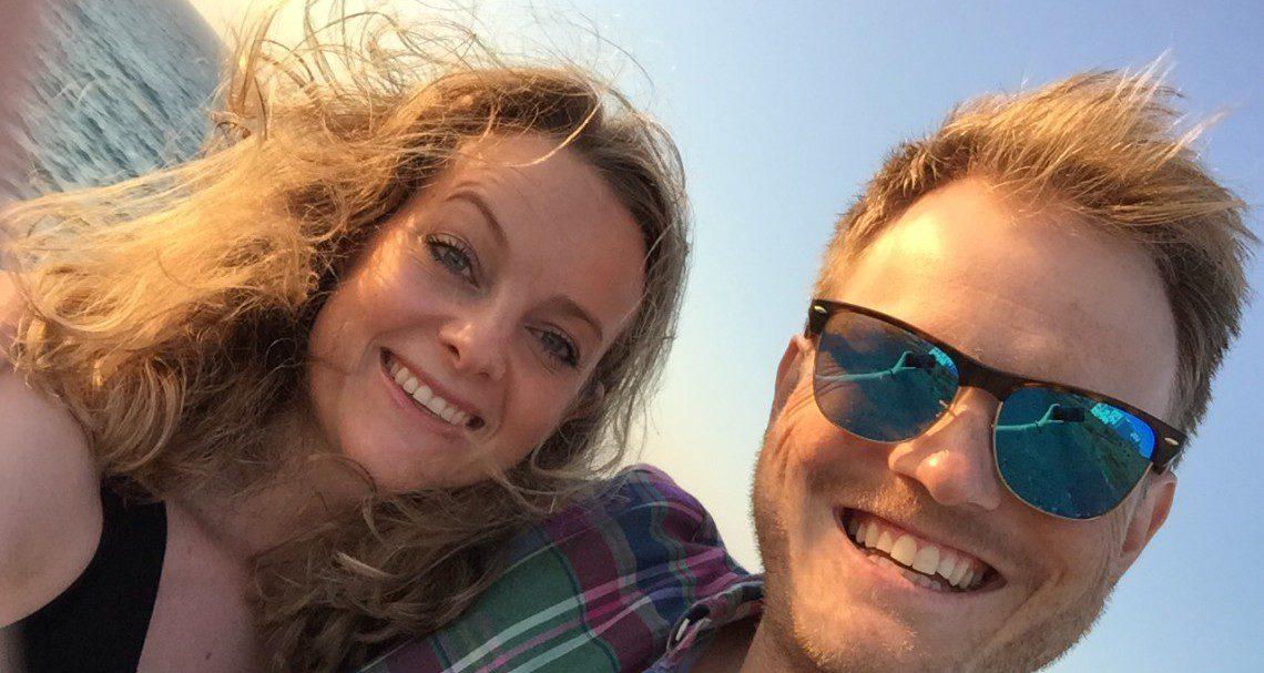 Ikke avbestill Hellas-turen, oppfordrer Maja og Anders etter tre uker i Athen og på øyhopping. (Foto: Selfie).