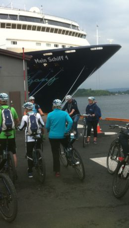 Tyske cruisepassasjerer fra «Mein Schiff» klar til å innta sykkelbyen Oslo.