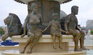 Olympias i flere stadier er her foreviget sammen med sin heltesønn Alexander