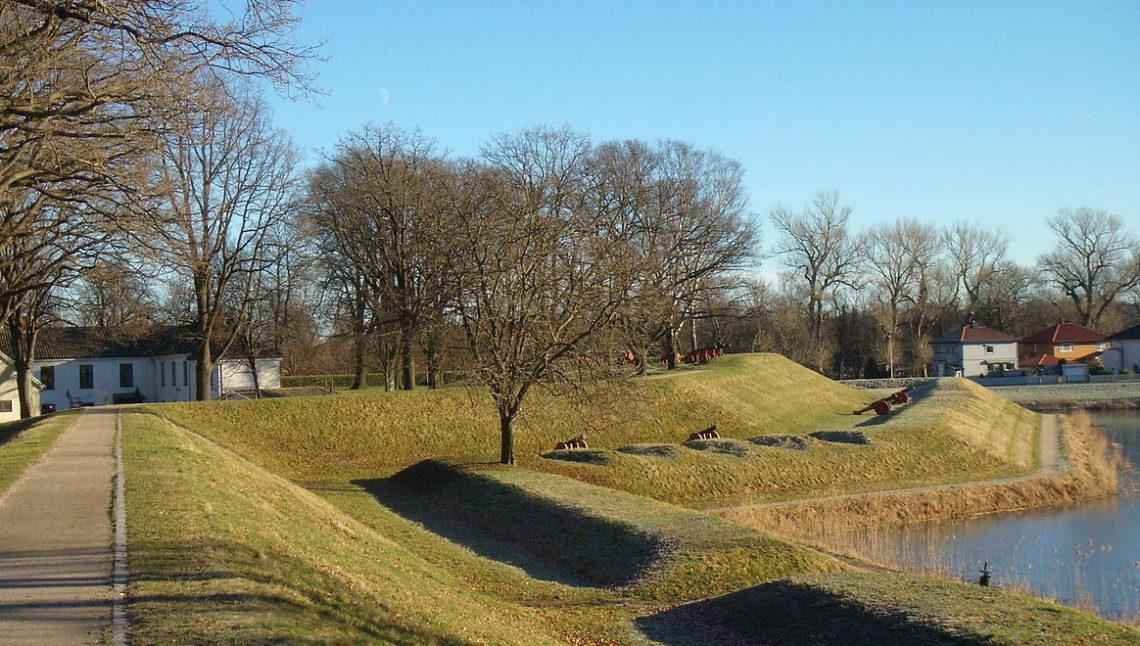 Gamlebyen Fredrikstad  Foto: «Fredriks bastion» av Trond Svandal. Lisensiert under CC BY-SA 3.0 via Wikimedia CommonsGa