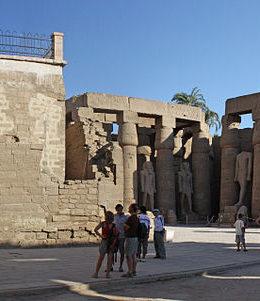 Luxor Foto: Blalonde - Eget verk, Offentlig eiendom, https://commons.wikimedia.org/w/index.php?curid=8399222