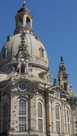 Frauenkirche i all sin prakt med sin 91 meter høye kuppel som i hundrevis av år har vært et varemerke for Dresden.