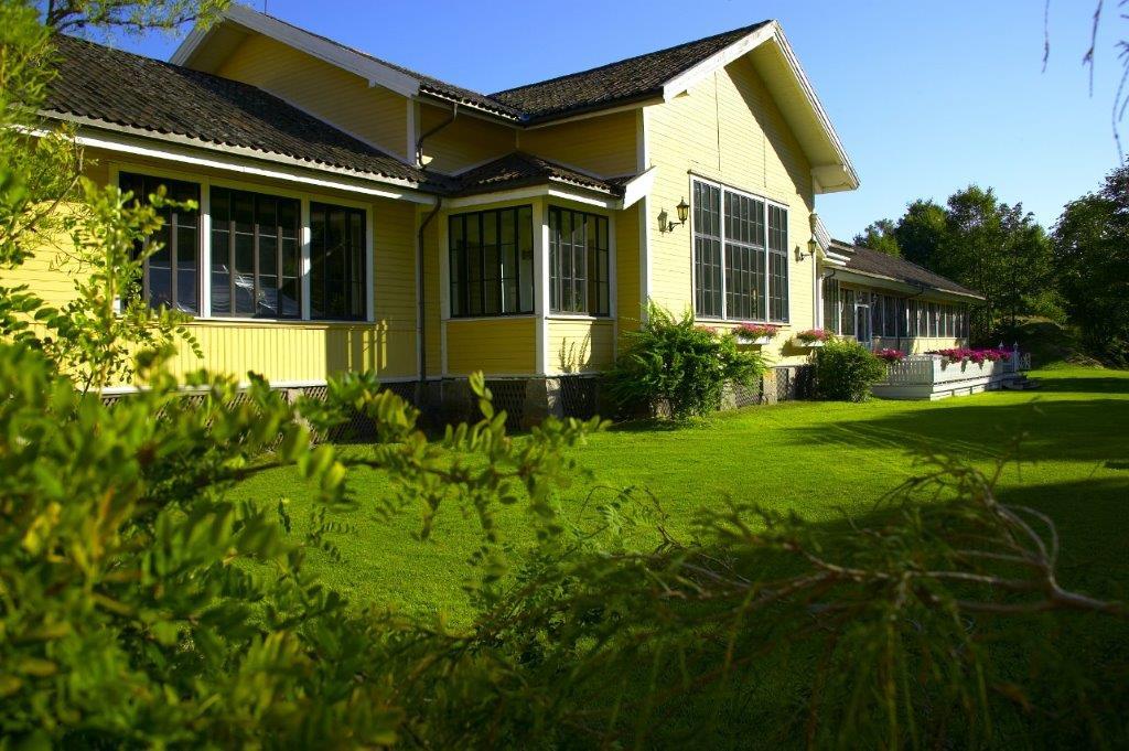 Gult og vakkert er hotellet Foto: Gullen Øyehaug