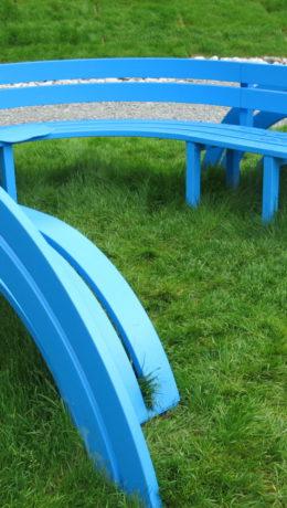 """""""Modified Social Bench"""".Fargerikt i skulpturparken."""