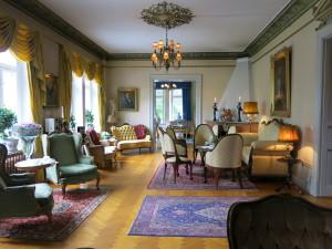 STILIG: Salongene på slottet er elegante og koselige.