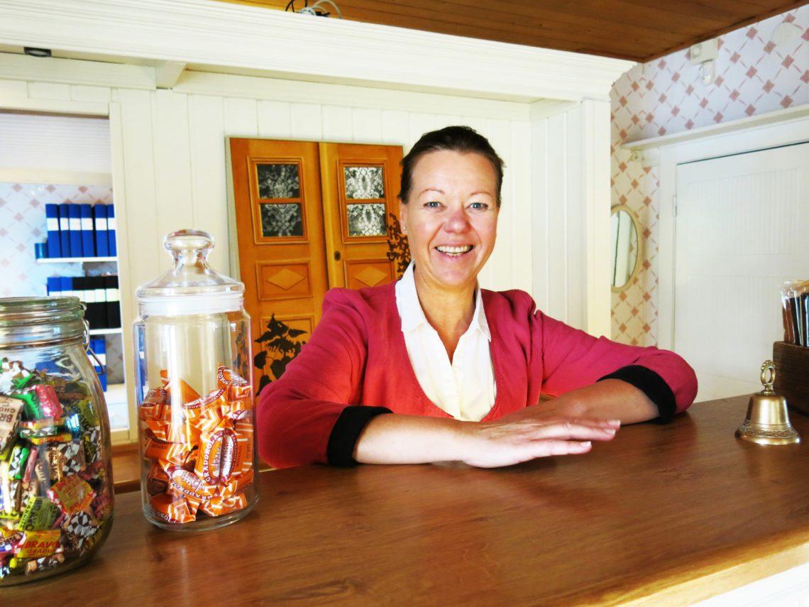 VELKOMMEN:Marianne ønsker velkommen til Ulfsby herrgård.