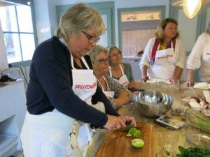 GLEDE:Kursdeltagerne i Provence storkoser seg på kjøkkenet i en hel uke.