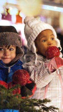 JULEBARN:Julemarked er morsomt for ungene.