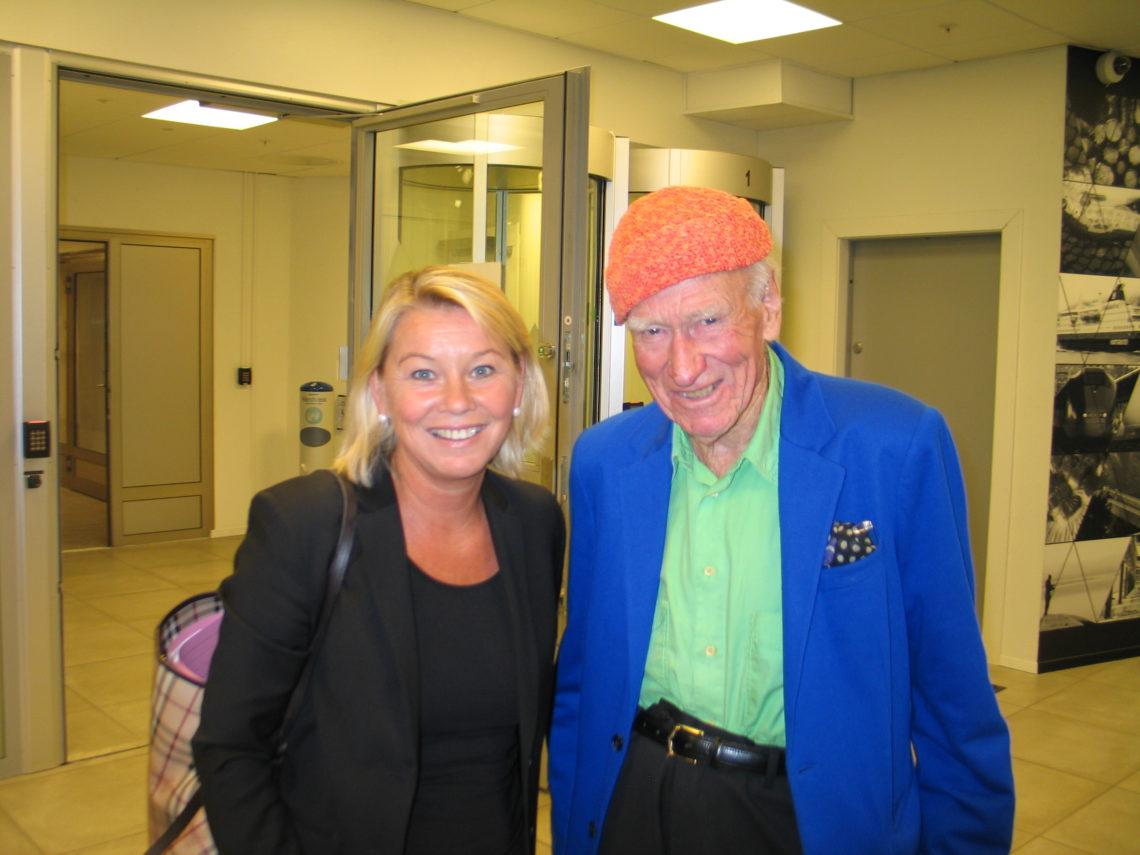 Næringsminister Monica Mæland la frem den første reiselivsmeldingen på 17 år. Her med Olav Thon - en viktig aktør også i reiselivet (arkivfoto) .
