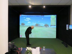 GOLF: både inne og ute kan du spille golf.