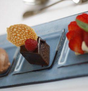SØTT:Et godt måltid skal alltid avsluttes med noe søtt.