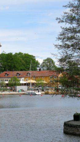 GRIPSHOLM: Gripsholm värdshus ligger idyllisk til ved Mäleren og Gripsholm kirke.