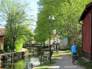 IDYLL:Trosa har koselige turveier langs kanalen til sjøen. Du kan leie sykler.