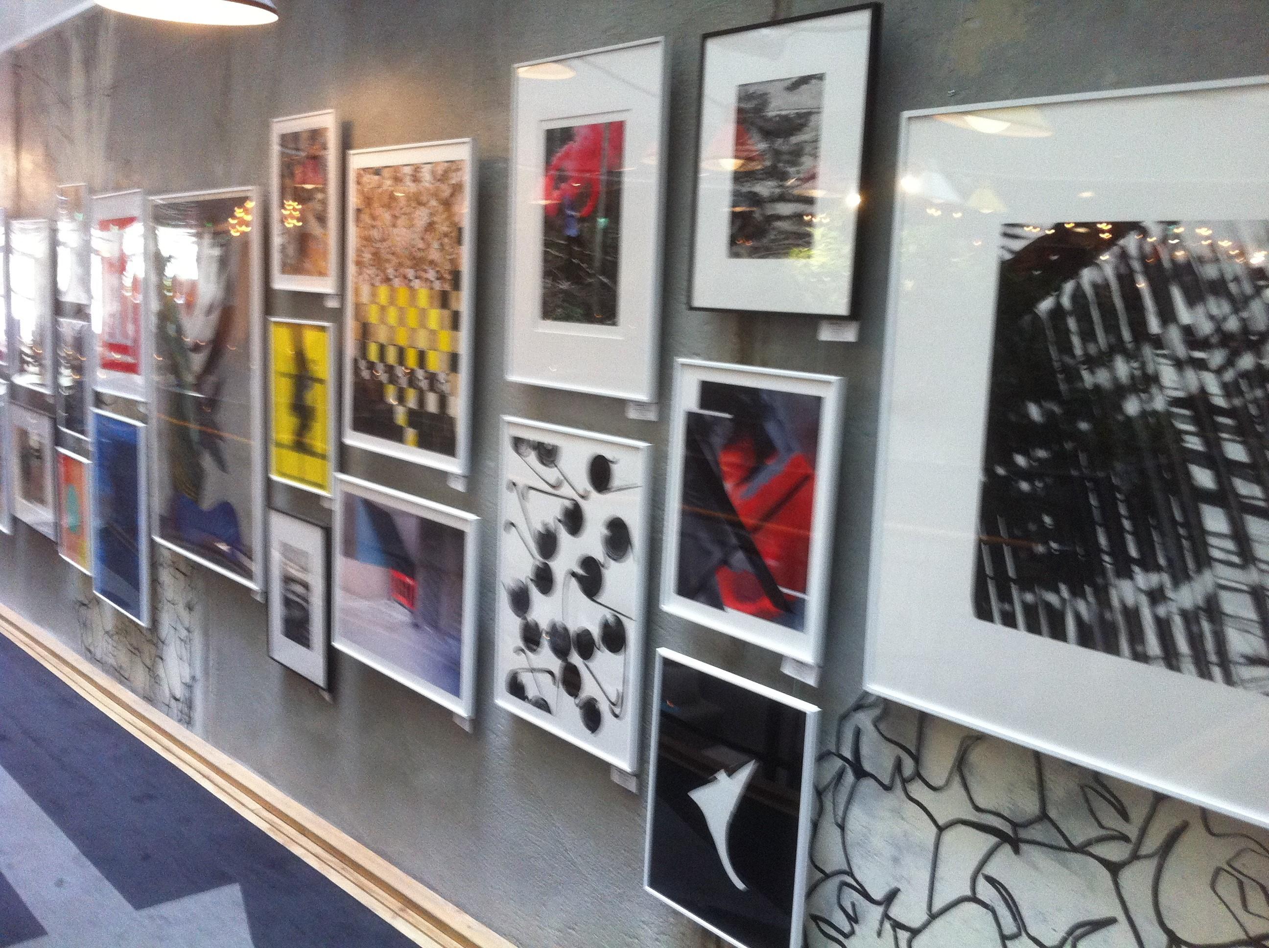 Moderne kunst - veggen full!