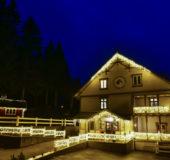 Eikerapen Gjestegaard satser stort på lys for å bli Julehotellet for hele Skandinavia.