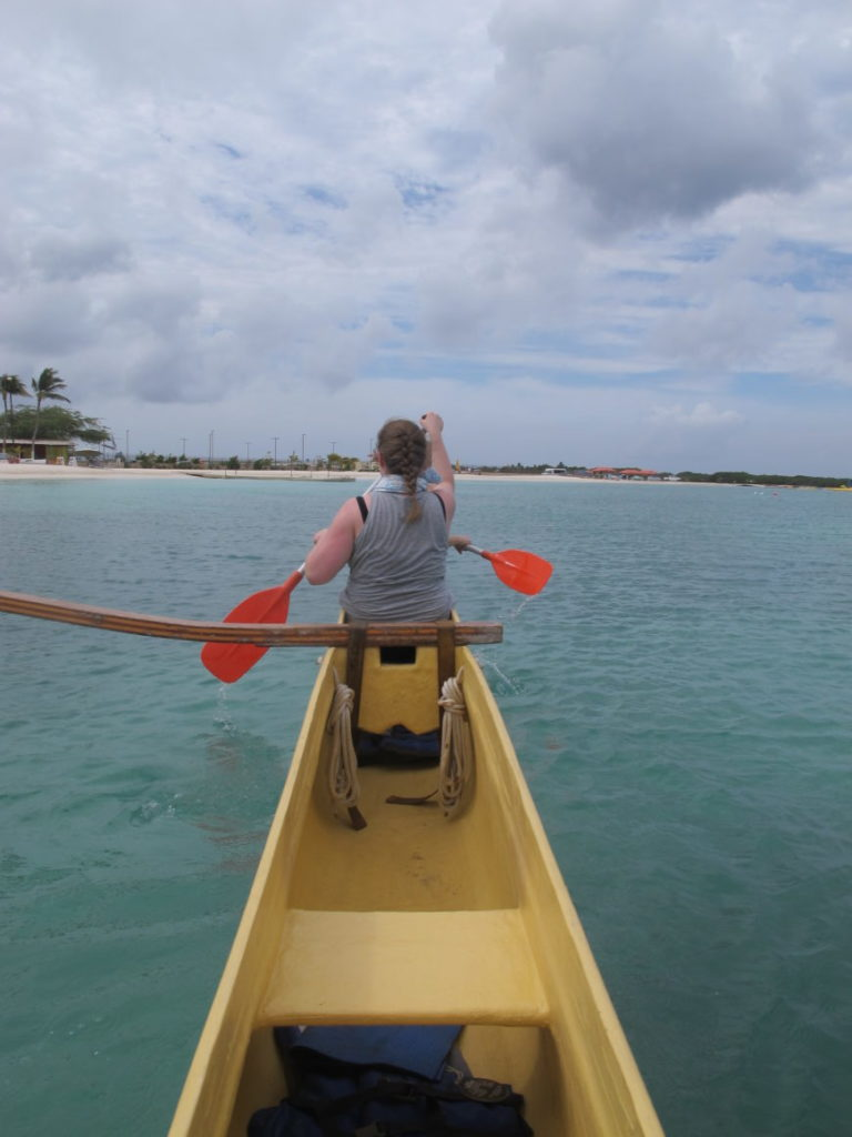 Hawaiian Canoe krever samarbeid av roerne.