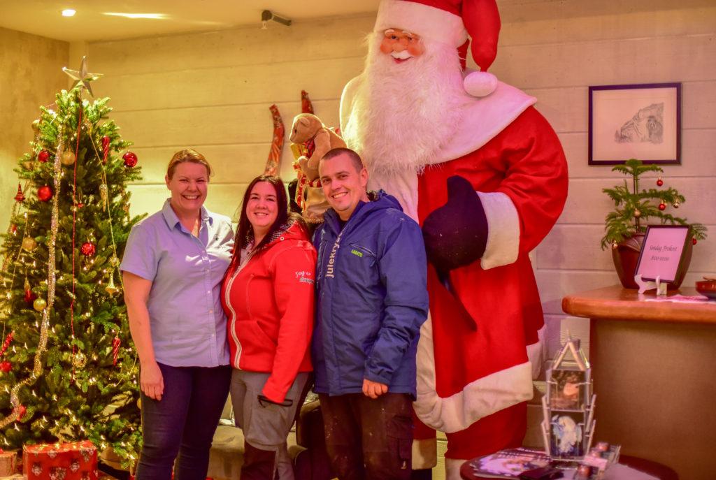 Ruth Nyhaven. Veronica Versland og Kjell Rune Strømstad fikk frie hender til å lyse opp og pynte Julehotellet.